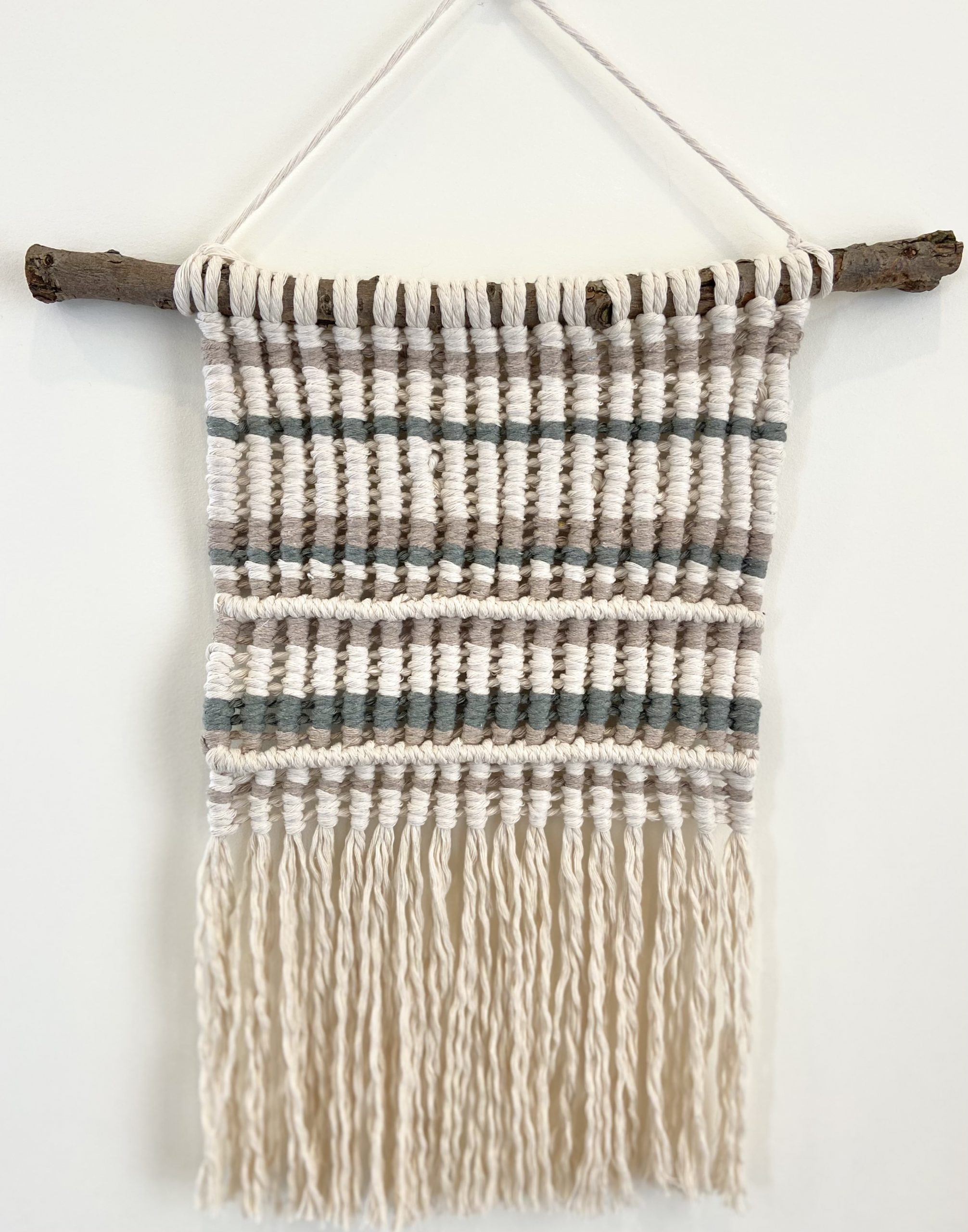 Sweaterhanging2