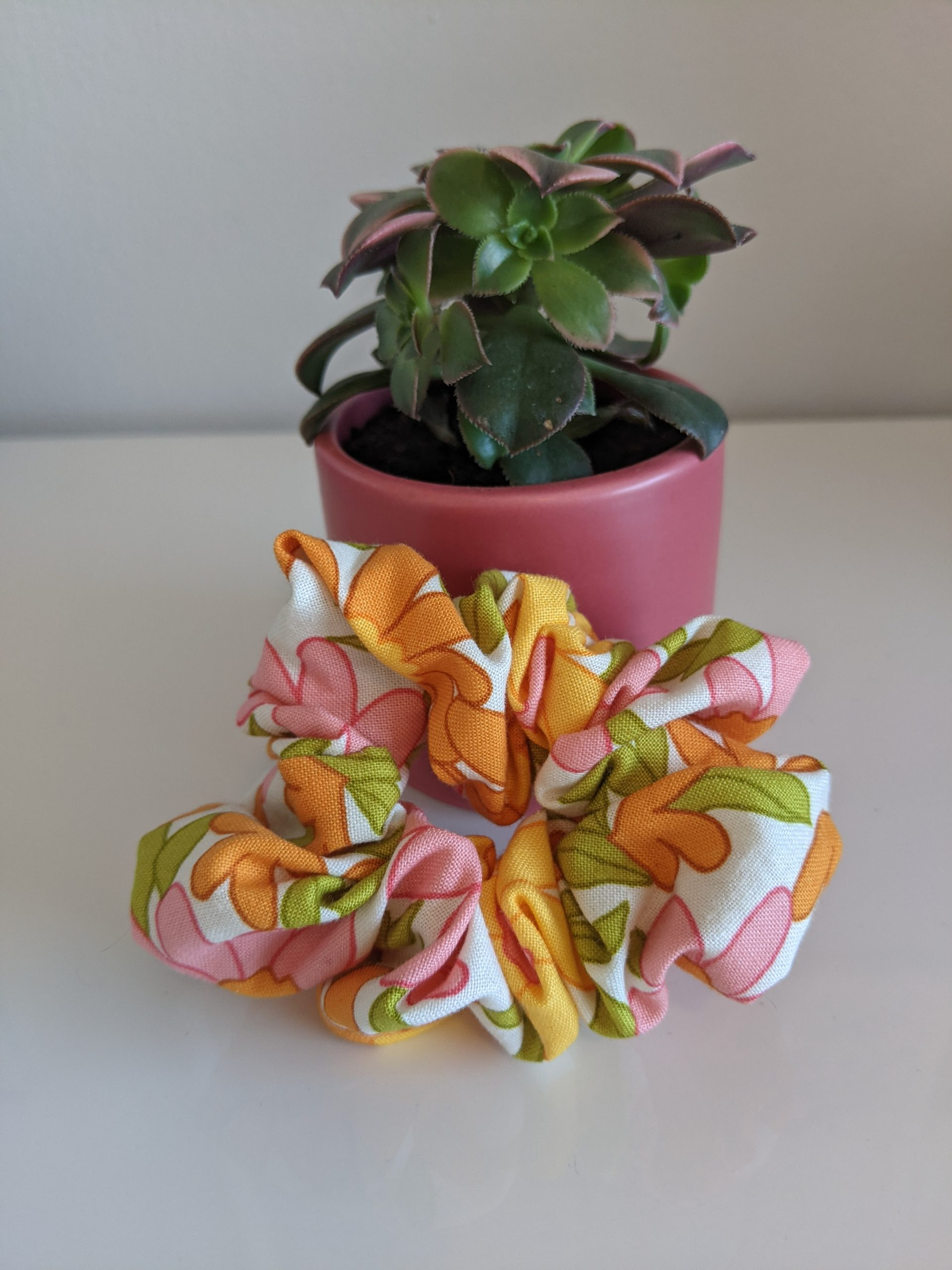 Mod Floral scrunchie front